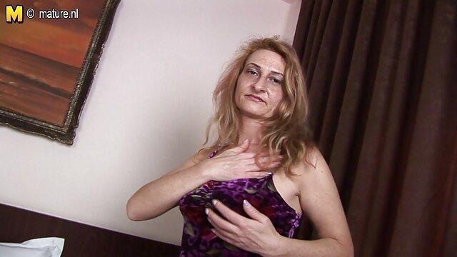 Caliente Laurita muestra su coño afeitado y su culo alegre porno sudamericano gratis