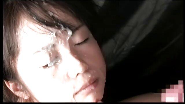 Dama en medias de red ver videos porno latino recibiendo un golpe desde atrás